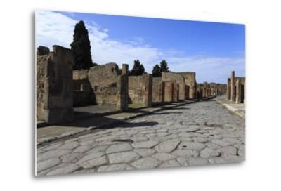 Long Cobbled Street, Roman Ruins of Pompeii, UNESCO World Heritage Site, Campania, Italy, Europe-Eleanor Scriven-Metal Print