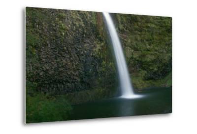 Multnomah Falls, Oregon-Vickie Lewis-Metal Print