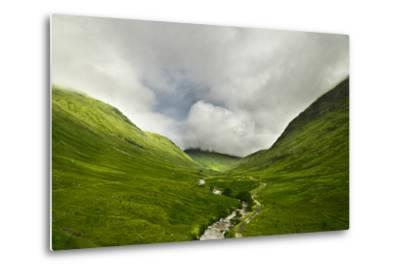 River Flowing through a Valley in the Scottish Highlands, the Mountains are Covered in Clouds-unkreatives-Metal Print