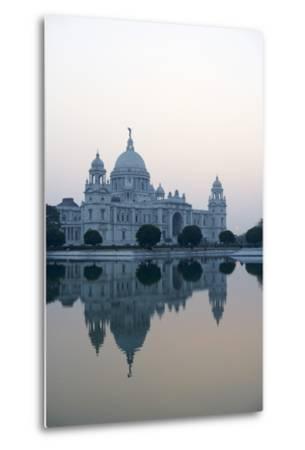 Victoria Memorial, Chowringhee, Kolkata (Calcutta), West Bengal, India, Asia-Bruno Morandi-Metal Print