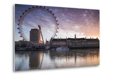 England, London, London Eye, Sunrise-Walter Bibikow-Metal Print