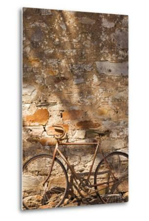 Australia, Clare Valley, Sevenhill, Old Bicycle-Walter Bibikow-Metal Print