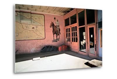 Tire Repair Place with Western Mural, Downtown Las Vegas, New Mexico, Usa, 1979-Alain Le Garsmeur-Metal Print