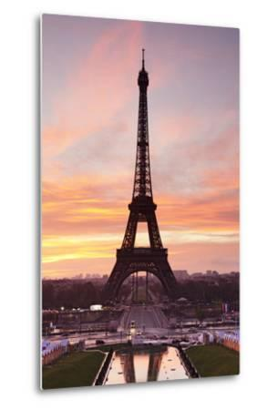 Eiffel Tower at Sunrise, Paris, Ile De France, France, Europe-Markus Lange-Metal Print