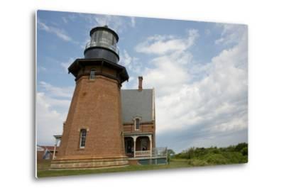 USA, Rhode Island, Block Island, Mohegan Bluffs, Southeast Lighthouse.-Cindy Miller Hopkins-Metal Print
