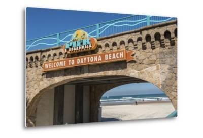USA, Florida, Daytona Beach, Welcome sign to Main Street Pier.-Lisa S^ Engelbrecht-Metal Print