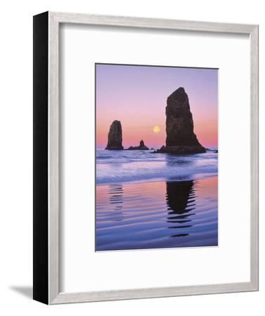 The Needles Rock Monoliths at Sunrise, Cannon Beach, Oregon, USA-Jaynes Gallery-Framed Photographic Print