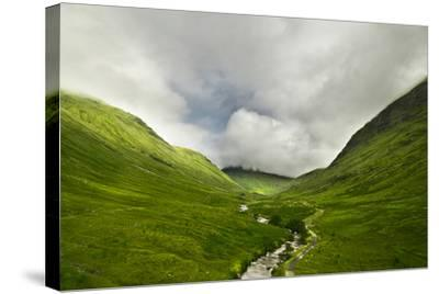 River Flowing through a Valley in the Scottish Highlands, the Mountains are Covered in Clouds-unkreatives-Stretched Canvas Print