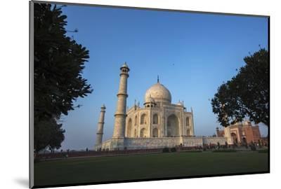 The Taj Mahal and Guesthouse-Macduff Everton-Mounted Photographic Print
