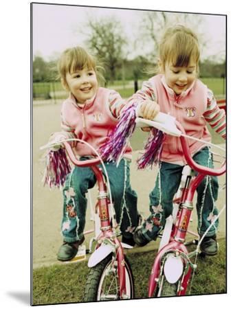 Identical Twin Girls-Ian Boddy-Mounted Photographic Print