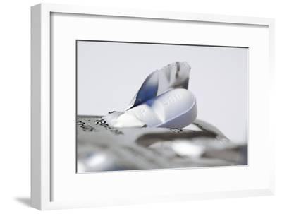 Ciprofloxacin Antibiotic Pill-Colin Cuthbert-Framed Photographic Print