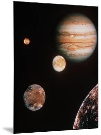 Voyager Mosaic of Jupiter & Its 4 Galilean Moons--Mounted Photographic Print