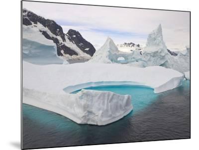 Stranded Icebergs in Shallow Bay Near Boothe Island-John Eastcott & Yva Momatiuk-Mounted Photographic Print