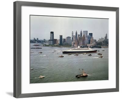 Queen Elizabeth 2 Sailing out of New York Harbor-Maurel-Framed Photographic Print