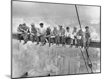 New York Construction Workers Lunching on a Crossbeam--Mounted Photographic Print