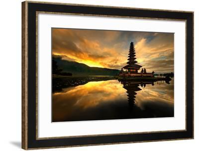 Pura Ulun Danu Bratan Water Temple-toonman-Framed Photographic Print