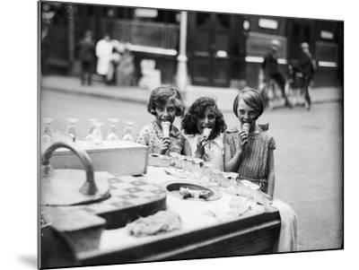 Kids Eating Ice Cream--Mounted Photographic Print