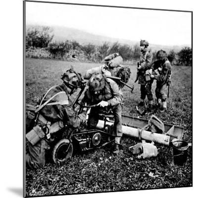 British Paratroops on Exercise in England; Second World War--Mounted Photographic Print