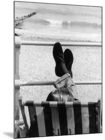 Relaxing in a Deckchair--Mounted Photographic Print