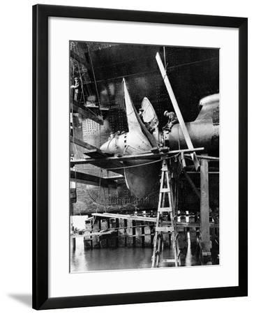 Propellor of R.M.S. Queen Mary, September 1934--Framed Photographic Print