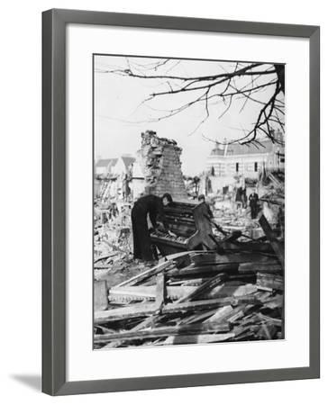 Playing a Piano Amid the Destruction - the Blitz-Robert Hunt-Framed Photographic Print