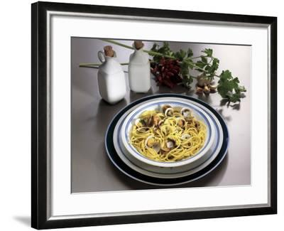 Close-Up of Spaghetti with Clams and Parsley Sauce-G^ Ummarino-Framed Photographic Print