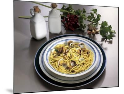 Close-Up of Spaghetti with Clams and Parsley Sauce-G^ Ummarino-Mounted Photographic Print