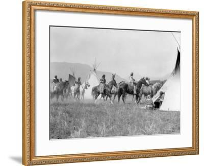 Native American Indian Tribe-H^ Armstrong Roberts-Framed Photographic Print