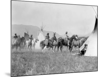 Native American Indian Tribe-H^ Armstrong Roberts-Mounted Photographic Print