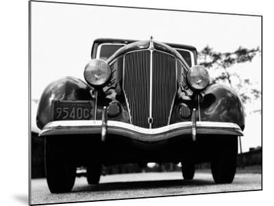 Front View of 1930S Car-H^ Armstrong Roberts-Mounted Photographic Print