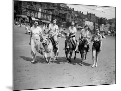 Donkey Derby--Mounted Photographic Print