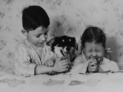 Kids Saying Bedtime Prayers--Framed Photographic Print
