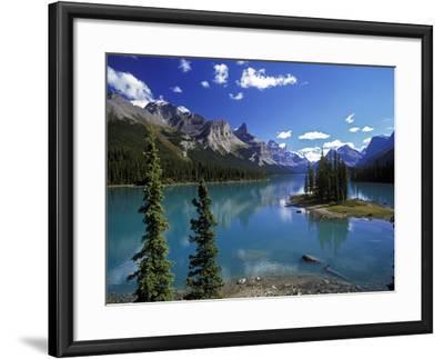 Maligne Lake, Jasper Nationalpark, Canada-Hans Peter Merten-Framed Photographic Print