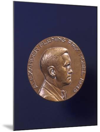 Alexander Fleming Prix Nobel 1945--Mounted Photographic Print