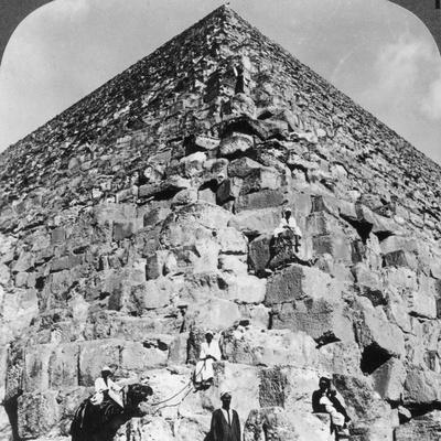 Looking Up the Northeast Corner of the Great Pyramid, Egypt, 1905-Underwood & Underwood-Framed Photographic Print