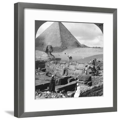 Ruins of the Granite Temple, the Sphinx and Great Pyramid, Egypt, 1905-Underwood & Underwood-Framed Photographic Print
