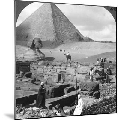 Ruins of the Granite Temple, the Sphinx and Great Pyramid, Egypt, 1905-Underwood & Underwood-Mounted Photographic Print