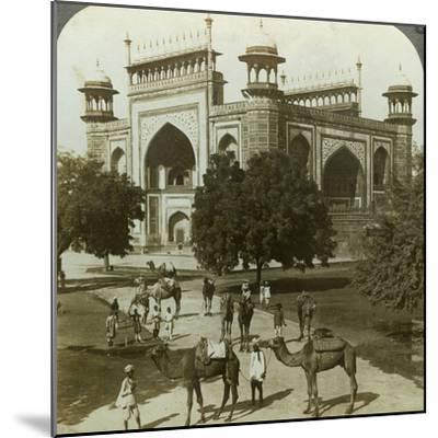 Tomb of Akbar, Sikandarah, Uttar Pradesh, India, C1900s-Underwood & Underwood-Mounted Photographic Print