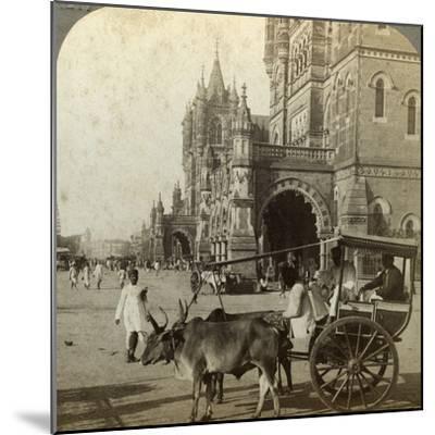 Ekka, Outside Victoria Station, Bombay, India, C1900s-Underwood & Underwood-Mounted Photographic Print