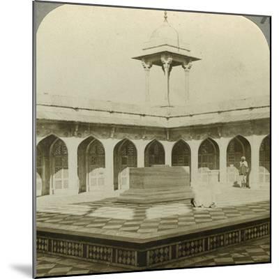 Akbar's Tomb, Sikandara, Uttar Pradesh, India, C1900s-Underwood & Underwood-Mounted Photographic Print