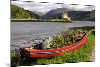 Eilean Donan Castle, Highland, Scotland-Peter Thompson-Mounted Photographic Print