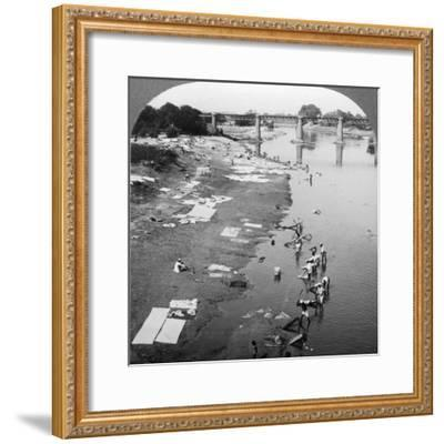 Dbobies Washing Clothes in the Goomti River, Near Lucknow, India, 1900s-Underwood & Underwood-Framed Photographic Print