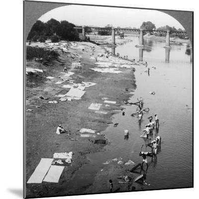 Dbobies Washing Clothes in the Goomti River, Near Lucknow, India, 1900s-Underwood & Underwood-Mounted Photographic Print