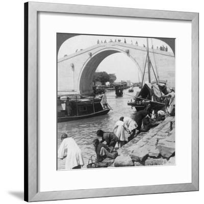 Woo Men Bridge and Grand Imperial Canal, Soo-Chow (Suzho), China, 1900-Underwood & Underwood-Framed Photographic Print