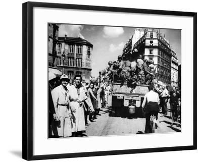 The Liberation of Paris, August 1944--Framed Photographic Print