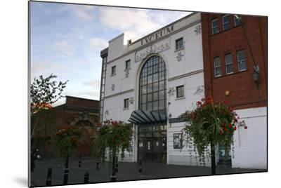 Lyceum Theatre, Crewe, Cheshire, 2005-Peter Thompson-Mounted Photographic Print
