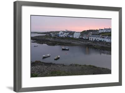 Portnahaven, Islay, Argyll and Bute, Scotland-Peter Thompson-Framed Photographic Print