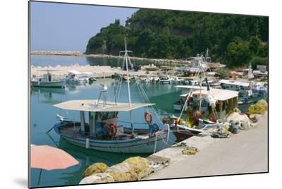 Harbour of Poros, Kefalonia, Greece-Peter Thompson-Mounted Photographic Print
