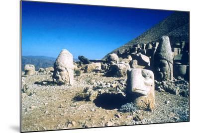 Ancient Stone Heads, Mount Nemrut, Adiyaman, Turkey-Vivienne Sharp-Mounted Photographic Print
