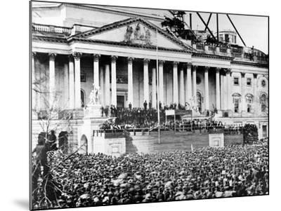 U.S. President Abraham Lincoln Stands Under Cover at Center of Capitol Steps--Mounted Photographic Print